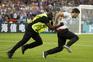 Adepto invadiu o relvado na final do Euro 2016