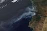 A imagem da Nasa que mostra as colunas de fumo no norte e centro de Portugal