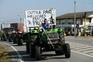 Marcha lenta juntou cerca de 40 tratores, para exigir melhores preços e o regresso das quotas leiteiras