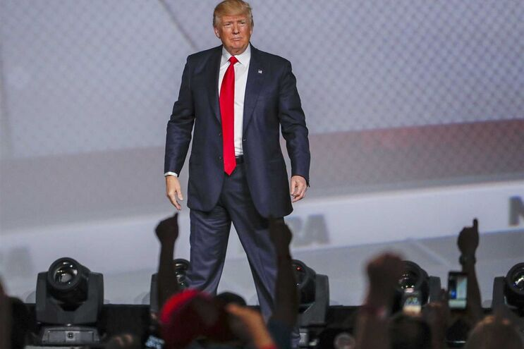 Trump tem sido um feroz defensor do direito ao porte de armas e apoiado os esforços da NRA para aligeirar