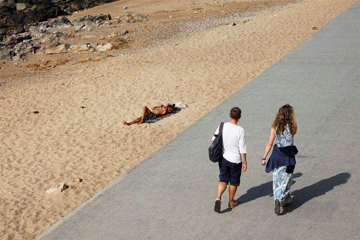 Dia já vai ser bom para  praia no Sul de Portugal