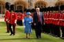 Trump deixa Isabel II à espera e vira-lhe as costas