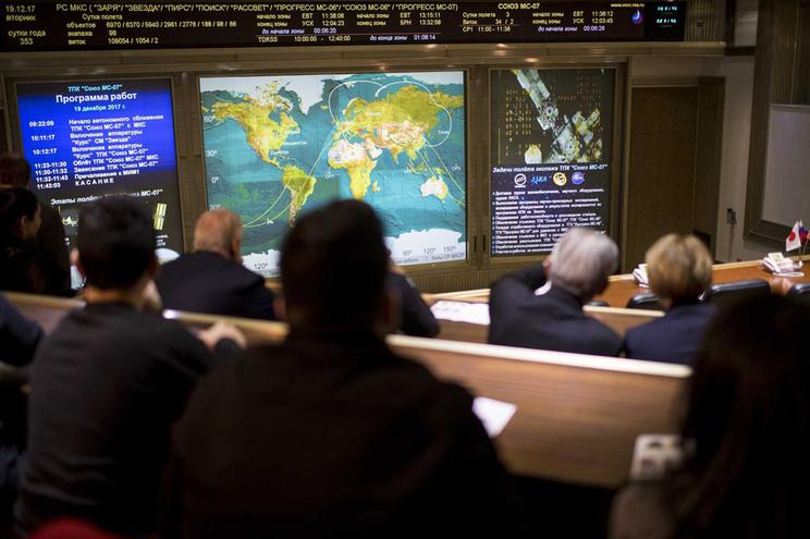Nave russa Soyuz levou dois tripulantes a bordo