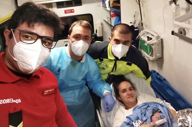 Bombeiros Voluntários de Melgaço ajudaram um bebé a nascer na ambulância