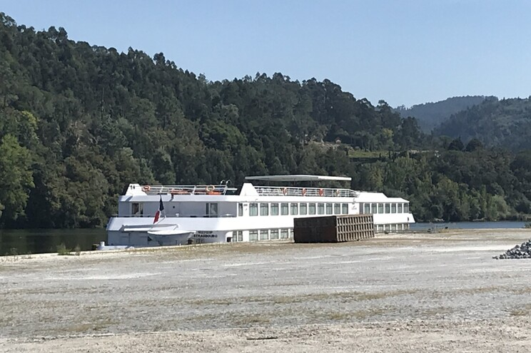 O barco pertence à empresa CroisiEurope