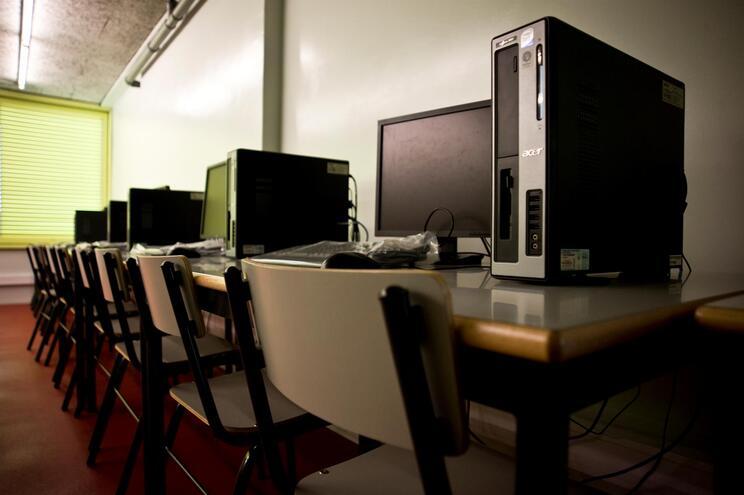 Governo tem mais 350 mil computadores em processo de compra para escolas