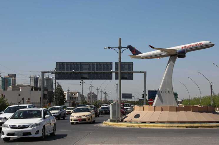Três mísseis atingem aeroporto de Bagdad onde estão tropas dos EUA