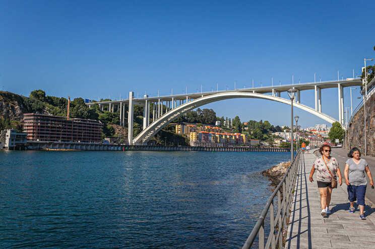 Nova travessia vai nascer cerca de 500 metros a nascente da Ponte da Arrábida.
