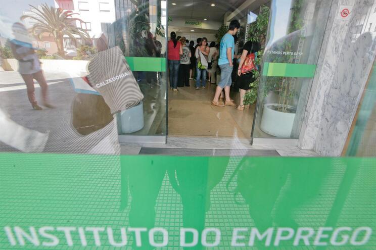 Taxa de desemprego desce para 6,9% em junho