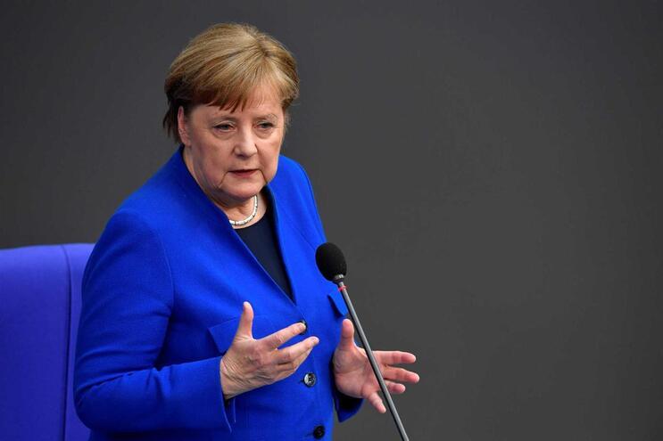 Angela Merkel criticou Moscovo perante os deputados reunidos no Bundestag