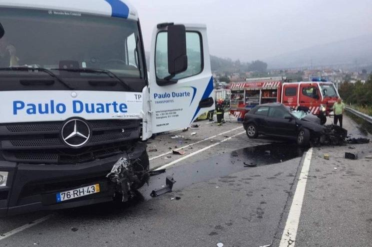 Homem morre em colisão com camião em Lousada