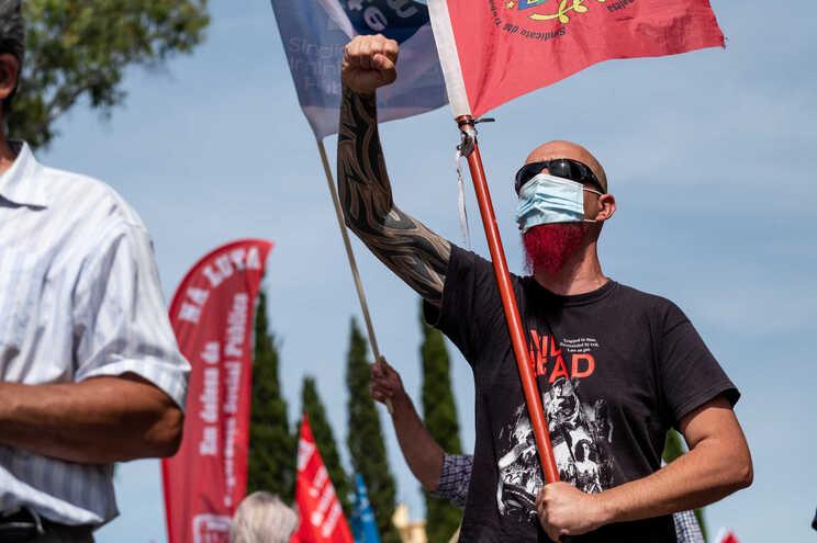 Saúde, bombeiros e função pública marcam protestos