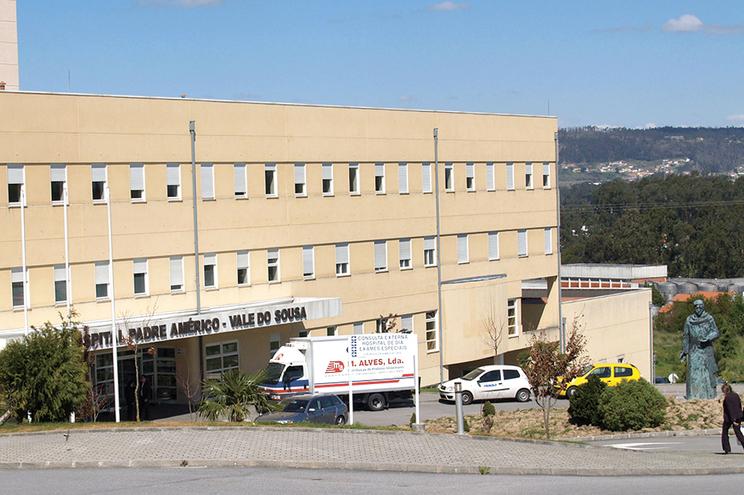 Diretora do Serviço de Farmácia do Hospital de Penafiel demitida após acidente com vacinas