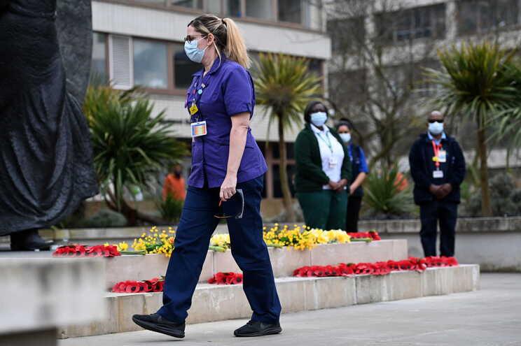No total, morreram no Reino Unido 126.515 pessoas entre 4.325.315 casos desde o início da pandemia
