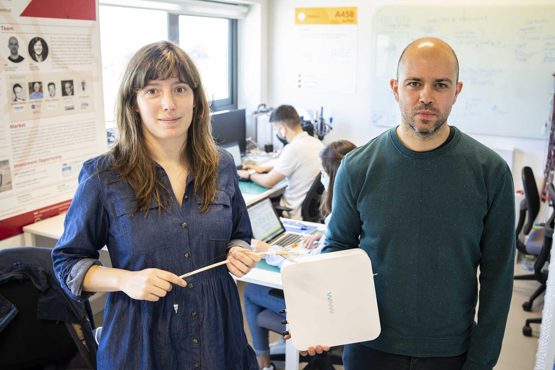 Joana melo e Luís Moutinho con uno dei prototipi realizzati nel PCI