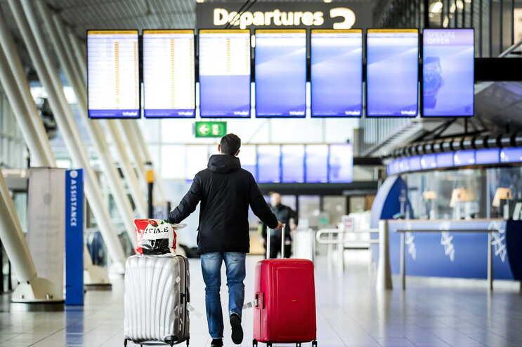 Em 2020 houve uma redução de 55% do tráfego aéreo face a 2019, equivalente a menos 1,7 mil milhões de