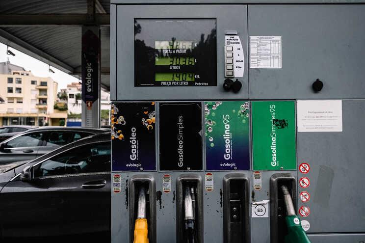 Preço dos combustíveis deve-se mais à margem de lucro das gasolineiras e ao custo do petróleo, diz regulador