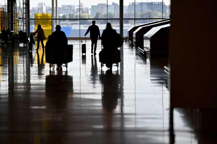 A quarentena obrigatória já é aplicada a outros viajantes de países terceiros em que circulam variantes