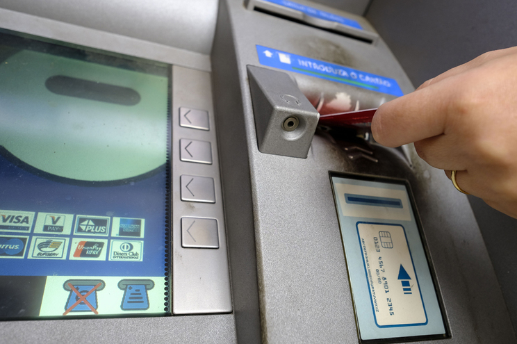 "Menos multibancos ""tradicionais"" da rede portuguesa SIBS"