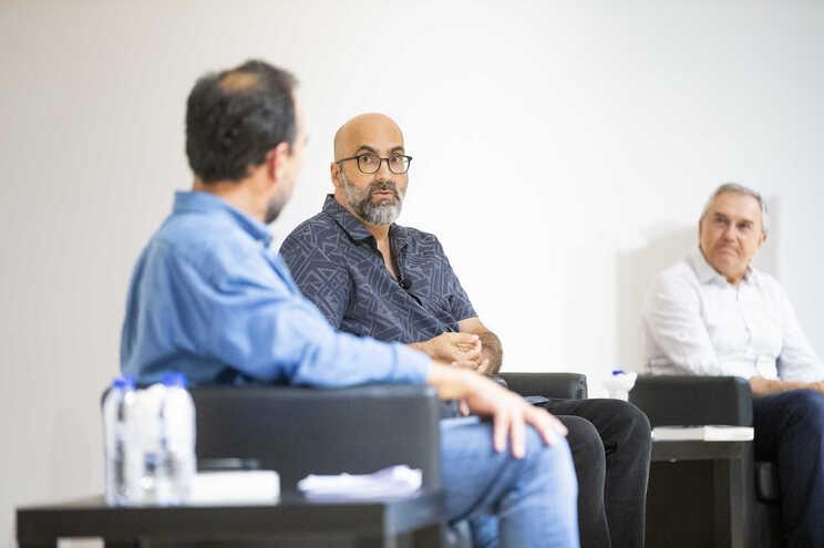 Valter Hugo Mãe e Laurentino Gomes na apresentação do livro