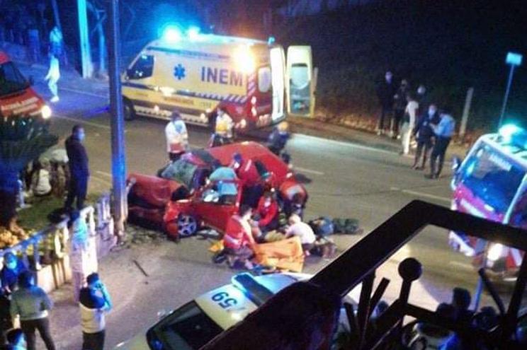 Despiste de carro contra poste faz cinco feridos, dois com gravidade