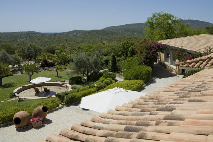 Franceses e brasileiros lideram entre estrangeiros que compram casa em Portugal