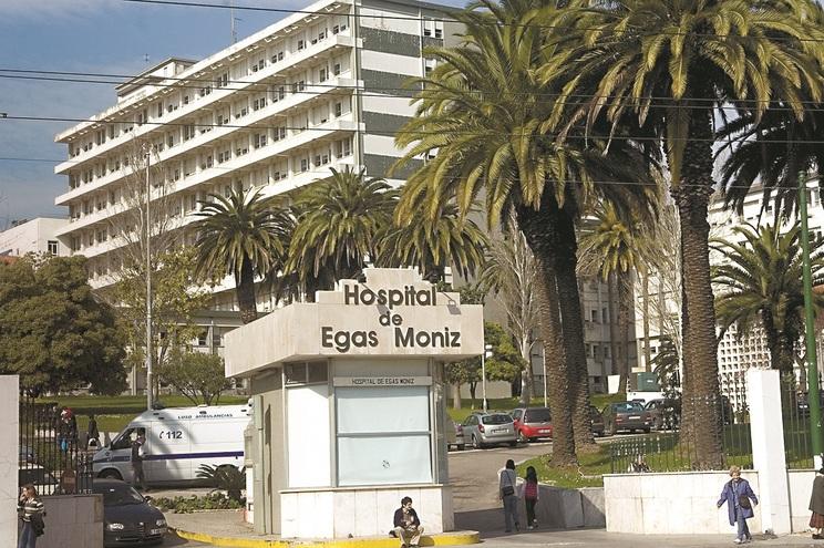 Assaltantes entraram como visitas no Hospital Egas Moniz e vigiaram acesso ao serviço de Gastroenterologia