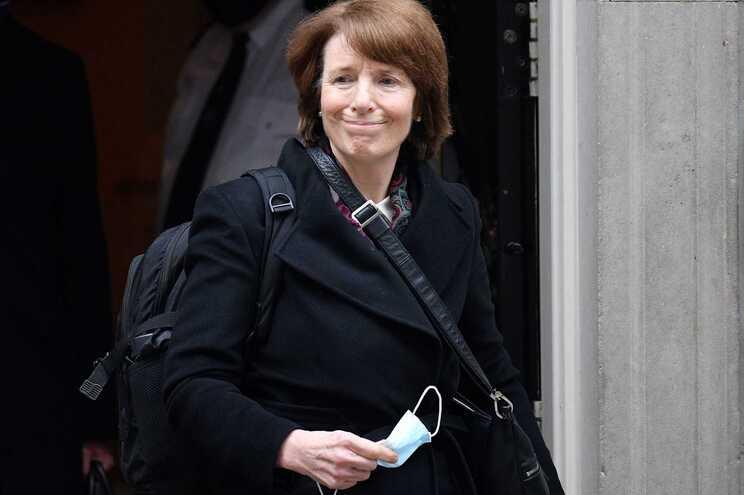 Diretora da Agência Reguladora de Medicamentos e Produtos de Saúde (MHRA, sigla em inglês), June Raine