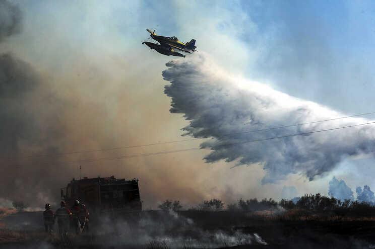 Governo declara situação de alerta para incêndio em 14 distritos