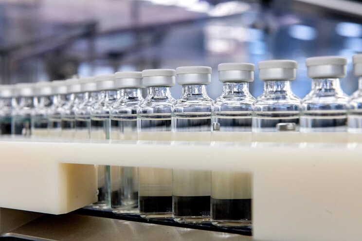 Vacinas contra a covid-19 começam a ser dadas em janeiro