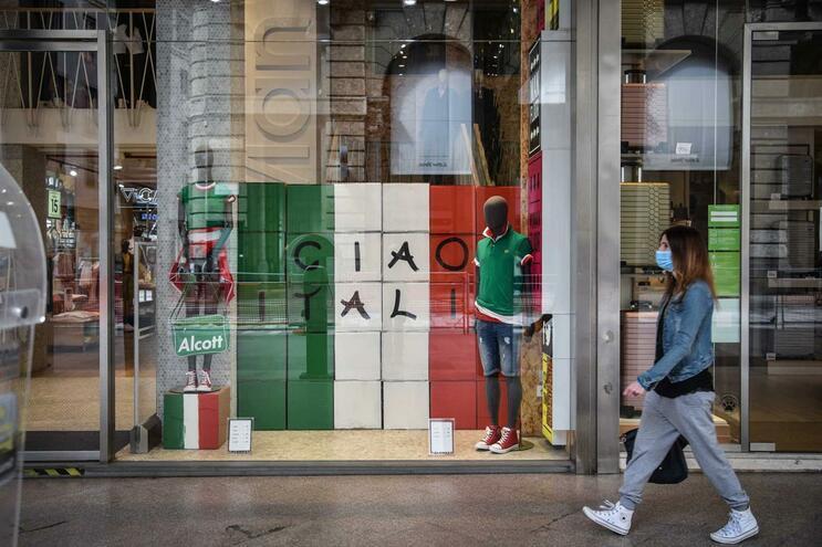 Após mais de dois meses de restrição, Itália aliviou esta segunda-feira algumas medidas