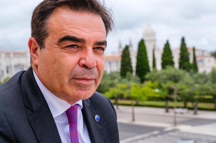 Margaritis Schinas, vice-presidente da Comissão Europeia, espera que o  turismo recupere 50% das receitas