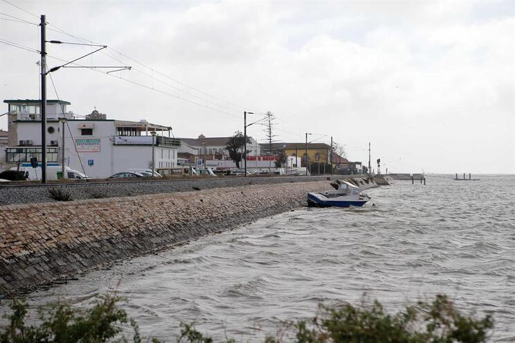 Situação em Faro acalmou e só houve duas inundações em casas