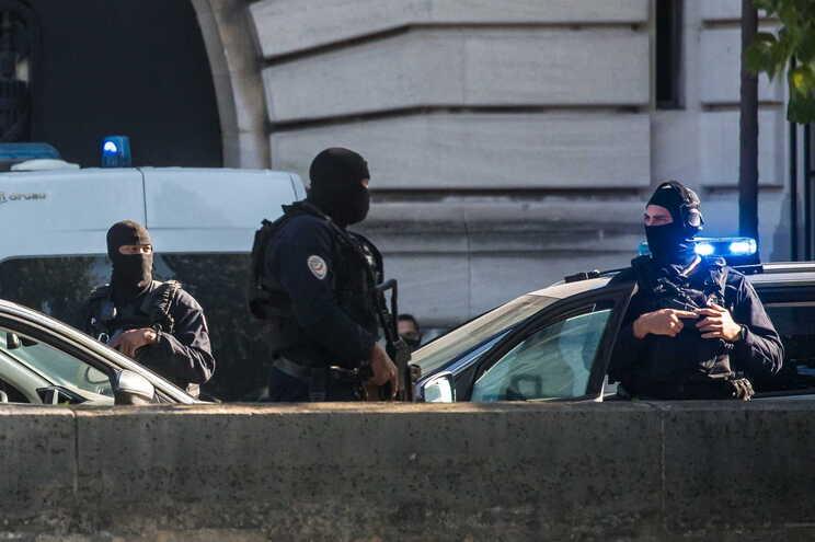 Julgamento rodeado por fortes medidas de segurança