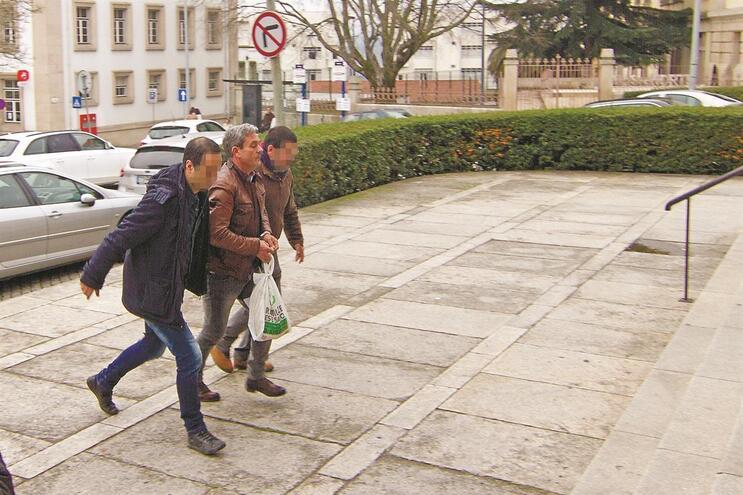 Paulo Clemente (ao centro) é o suspeito do homicídio de domingo passado, em Vila Real