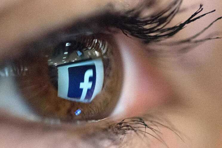 """Facebook retira """"poder"""" de decisão ao algoritmo sobre conteúdos noticiosos"""