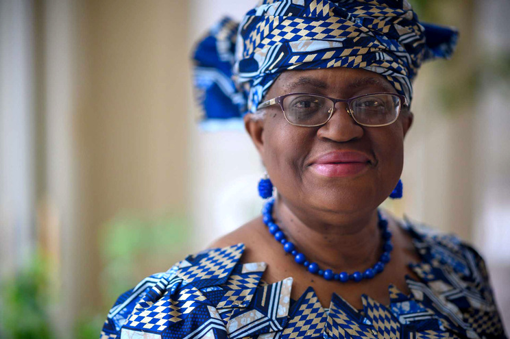 Ngozi Okonjo, de 66 anos, eleita presidente da Organização Mundial do Comércio (OMC), responsável por