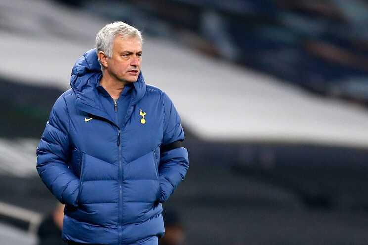 José Mourinho colocou o Tottenham na liderança da Liga inglesa
