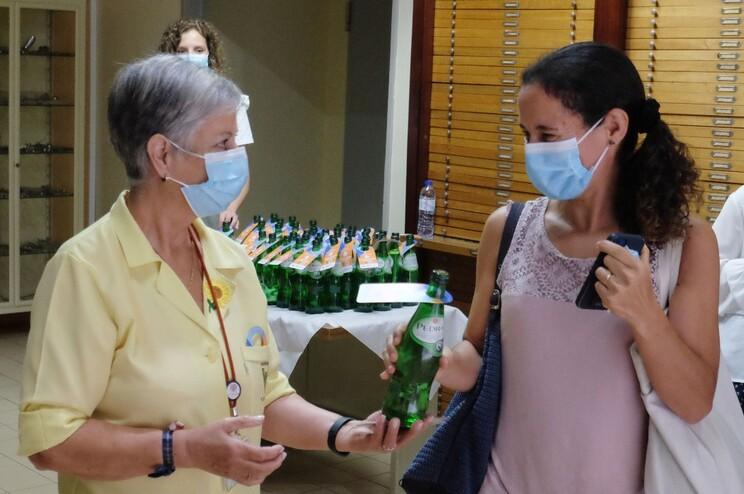Voluntários do S. João entregaram garrafas de água com mensagens alusivas ao Dia Mundial da Segurança