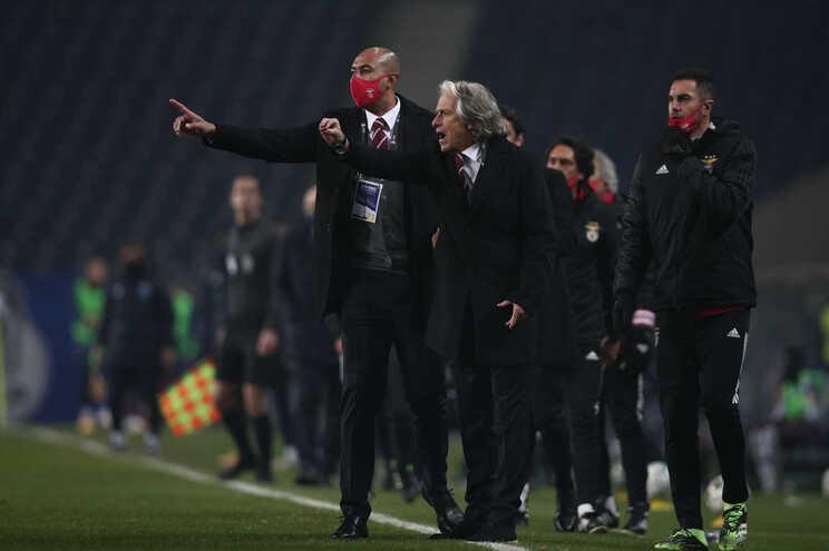 DGS rejeita decidir se Benfica pode competir