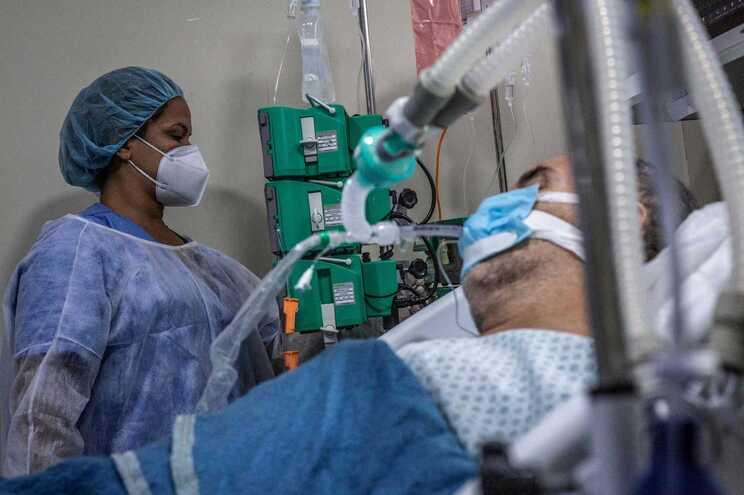 O país teve esta sexta-feira o seu segundo dia com mais óbitos e infeções desde o início da pandemia