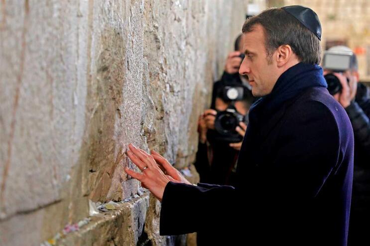 O presidente francês está em Israel, nas cerimónias que assinalam o 75.º aniversário da libertação do