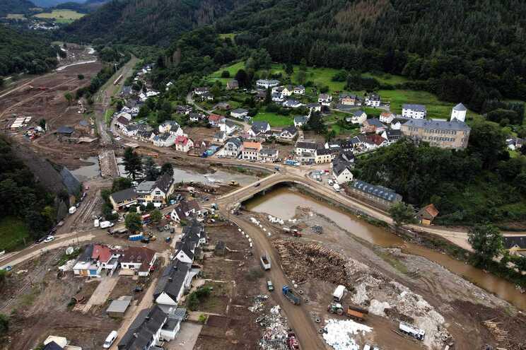 Cheias causaram mais de 200 mortos e milhares de milhões de euros de estragos