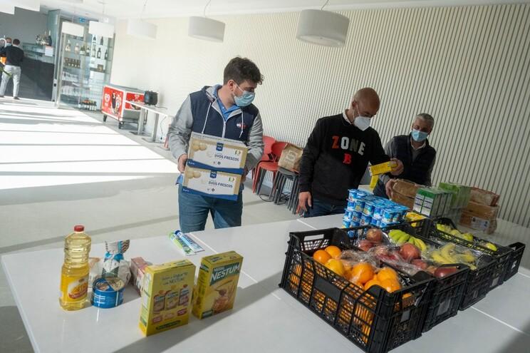 Cabazes chegam todos os dias a 50 famílias do Porto e de Matosinhos