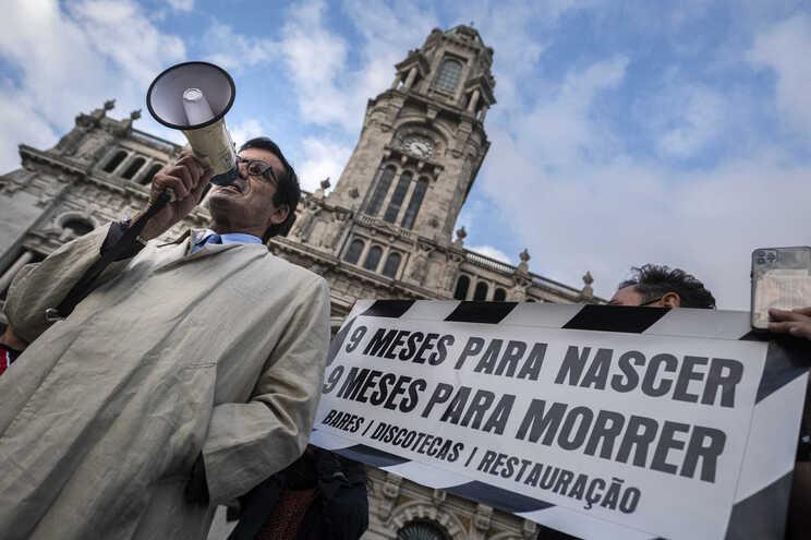 Rui Moreira criticado pela falta de medidas de apoio à restauração no Porto