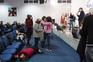 Igreja Metodista Wesleyana junta fiéis para orar e cantar com emoção