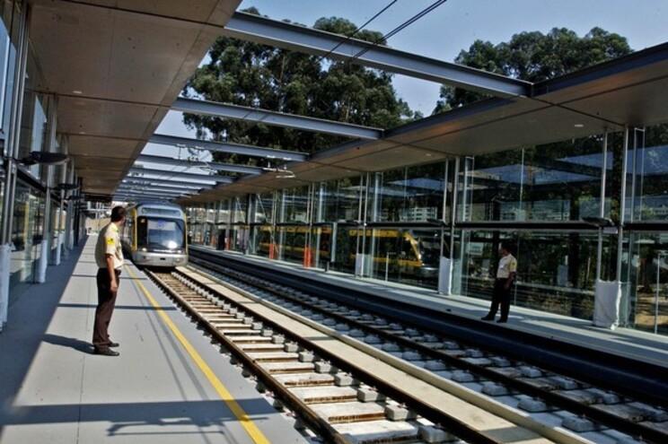 Mulher saiu na estação Parque Maia