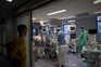 Mais de 900 casos e três mortes por covid-19 em Portugal