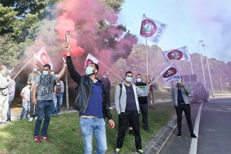 Trabalhadores da Super Bock durante a greve de junho último