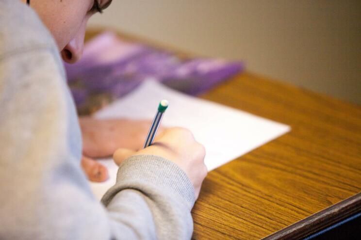 O site disponibiliza recursos pedagógicos do 1.º ao 9.º ano, divididos em blocos temáticos de 30 minutos